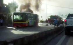 """Nắng nóng: Xe buýt Hà Nội cháy """"ngùn ngụt"""" giữa phố"""