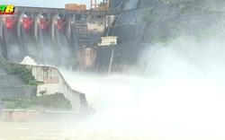 Khẩn cấp: Thủy điện Hòa Bình mở thêm 2 cửa xả đáy