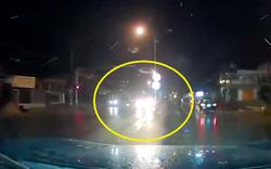 Bức xúc: Đêm tối ô tô cố bật đèn pha mặc người khác nhắc nhở