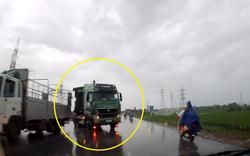 Bức xúc: Xe tải lao sang làn ngược chiều tông phải xe con rồi bỏ chạy