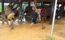 Bão số 4: Mưa lớn như thác đổ, nhấn chìm nhiều bản làng Nghệ An