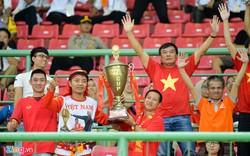 Sắc đỏ tràn ngập cổng sân vận động trước trận bán kết Việt Nam vs Hàn Quốc