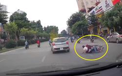 """Phẫn nộ: Ô tô """"lắc hông"""" đánh ngã xe máy rồi ung dung bỏ đi"""