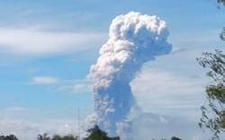 """Indonesia: Hết """"thảm họa kép"""" lại đến núi lửa phun trào"""
