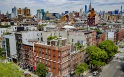 Căn penhouse đầy quyến rũ trên nóc chung cư cũ ở New York