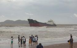 Nghệ An: 13 người mất tích cùng tàu chở than trong cơn bão số 2