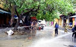 Quân, dân Hội An dọn dẹp phố cổ để đón khách APEC