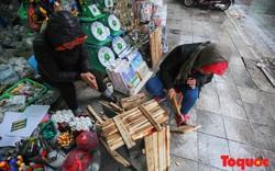 Hà Nội rét dưới 10 độ C, người dân quây bạt đốt lửa sưởi ấm