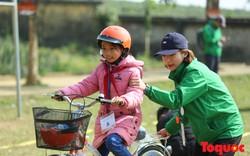 Sinh viên tình nguyện Hàn Quốc tặng xe đạp và dạy kỹ năng sống cho học sinh nghèo tỉnh Ninh Bình
