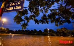 Hơn nửa ngày Đại lộ Thăng Long vẫn ngập như sông