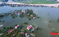 Chương Mỹ ngập sâu trong nước lũ, người dân tiếp tục sống trong biển nước