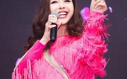 Dù bị chê giọng hát thảm hoạ, Jennifer Phạm vẫn tự tin hát mở màn cho cuộc thi Hoa hậu