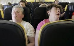 """""""Uốn éo"""" khi ngồi cạnh người béo, hành khách lại kiện hàng không Mỹ"""
