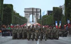 Cận cảnh Tổng thống Trump, Macron dự diễu binh hoành tráng tại Pháp
