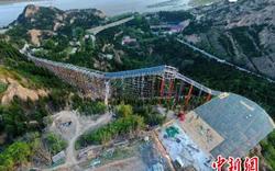 Choáng ngợp cầu trượt đáy kính khổng lồ của Trung Quốc