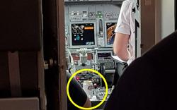 Hành khách sửng sốt phát hiện bia trong buồng lái máy bay