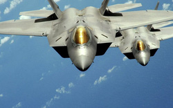 """Mỹ tung """"chim ăn thịt"""" F-22 đọ hoả lực rồng lửa S-300 ở Syria?"""