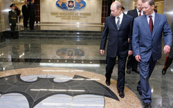 Loạt tấn công mạng nguy hiểm: Anh mạnh mẽ nhắm thẳng tình báo Nga