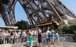 Tháp Eiffel đóng cửa vì nhân viên đình công