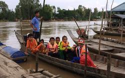 Đồng Tháp, An Giang lên phương án đưa học sinh vùng lũ đến trường