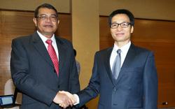 Phó Thủ tướng Vũ Đức Đam hội đàm với Phó Thủ tướng Campuchia Ke Kim Yan