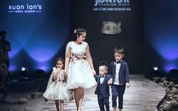 Ốc Thanh Vân đưa 3 con lên sân khấu VJFW nhân kỷ niệm 9 năm ngày cưới