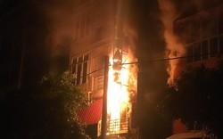 Quán massage bốc cháy trong đêm tại Hà Nội