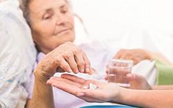 Sát hại mẹ già đau ốm vì mệt mỏi khi phải chăm sóc hàng ngày