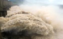 Thủy điện Tuyên Quang tiếp tục mở cửa xả đáy