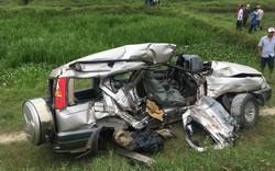 """""""Cố tình"""" vượt đường, xe ô tô 7 chỗ bị tàu hòa kéo lê khiến 4 người thương vong"""