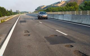 """Cao tốc Đà Nẵng – Quảng Ngãi: Con đường """"vỡ mặt"""" hay """"chiếc áo vá"""" trị giá 34.000 tỷ?"""
