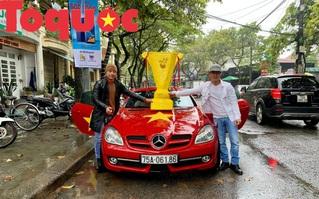 Mặc trời mưa lạnh, không khí cổ vũ ĐT Việt Nam tại Huế nóng dần trước giờ bóng lăn