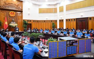 Thủ tướng gặp mặt nhóm kỹ sư chế tạo thành công vệ tinh MicroDragon