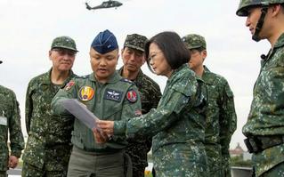 """Tăng tốc cải tổ sức mạnh phòng thủ trước Bắc Kinh, Đài Loan """"lực bất tòng tâm""""?"""