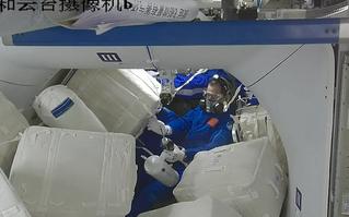 Trung Quốc tìm mọi cách đảm bảo đủ nước cho phi hành gia trên trạm vũ trụ Thiên Cung, không ngại tái chế cả nước tiểu