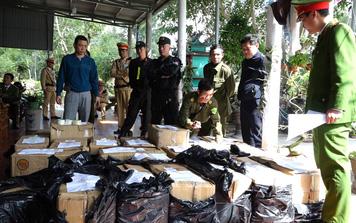 Quảng Bình: Bắt hai cha con tàng trữ trái phép gần 1 tấn pháo