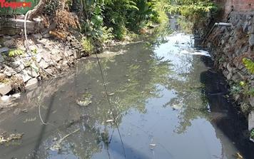 Hãi hùng nhìn dòng nước đen ngòm trên kênh Khe Cạn