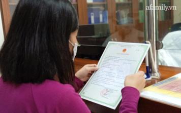 """Mẹ 3 con ở Hà Nội nhận giấy khai sinh đúng vào ngày 20/10 sau 35 năm """"vô hình"""""""