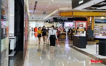 Hà Nội: Trung tâm thương mại, shop thời trang vắng vẻ trong ngày mở cửa trở lại