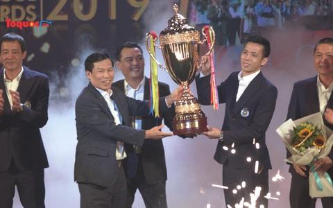 Tôn vinh các tập thể, cá nhân có những đóng góp tích cực cho V.League 2019
