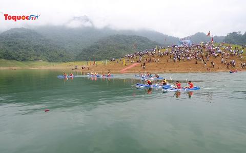 Hấp dẫn Hội đua thuyền Kayak trên hồ thủy điện