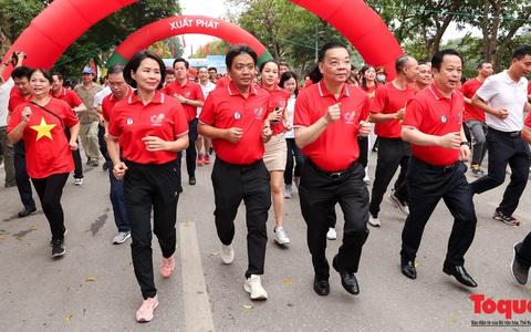 Hơn 2.500 vận động viên tham gia Lễ phát động Giải chạy Báo Hànộimới mở rộng lần thứ 47