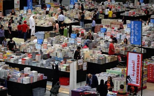 """""""Choáng"""" với siêu chợ sách hơn 3 triệu cuốn được giảm giá tới 80%"""