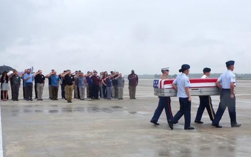 Lễ hồi hương hài cốt quân nhân Mỹ lần thứ 147 tại sân bay quốc tế Đà Nẵng