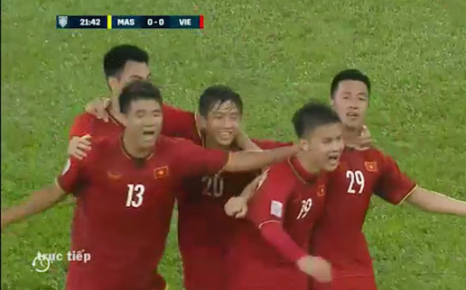 Chung kết lượt đi AFF Cup 2018: Huy Hùng, Đức Huy lần lượt ghi 2 bàn vào lưới Malaysia trong hiệp 1
