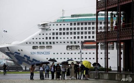Du thuyền phải dừng bất ngờ tại Singapore sau khi hàng trăm hành khách ngã bệnh