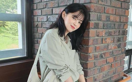 """Liên tục có những cảnh nóng bỏng nhưng thời trang của Han So Hee trong phim lại """"chuẩn gái nhà lành"""""""