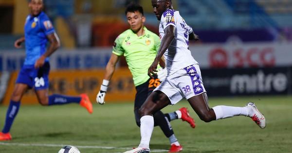 Hai thủ môn ĐT Việt Nam lọt Top 5 pha cứu thua vòng 25