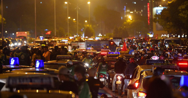 TP.HCM: Cấm xe tại nhiều tuyến đường trung tâm để người dân tham gia cổ vũ ĐT Việt Nam