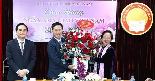 Trưởng Ban Tuyên giáo Trung ương thăm và chúc mừng cựu giáo chức nhân ngày Nhà giáo Việt Nam